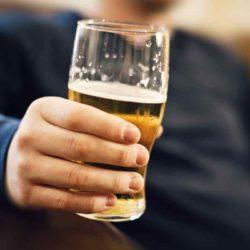 Quem toma remédio para emagrecer pode tomar cerveja
